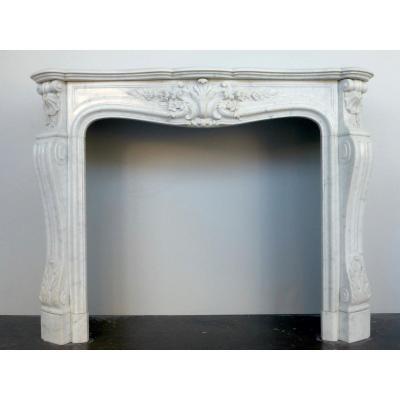 cheminée en marbre de Carrare, de style Louis XV d'époque XIXéme S.