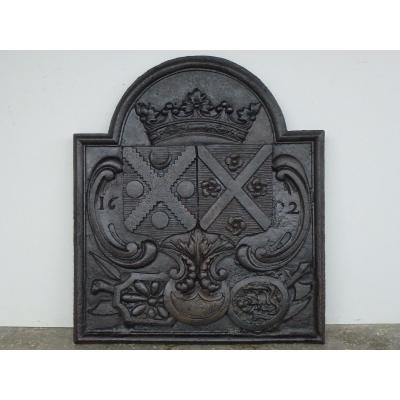 Plaque de cheminée aux armes d'alliance de Thomas de Choisy et de Jeanne Brethe (88x102 cm)