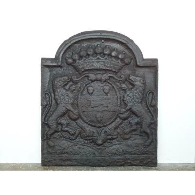 17th Century Fireback With The Arms Of The De La Chasseigne Family (80x68 Cm)