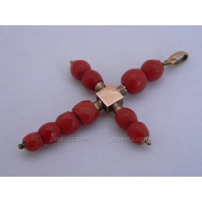 Pendentif Croix Méditerranéenne Régionale XIXe Or Et Perles De Corail Rouge