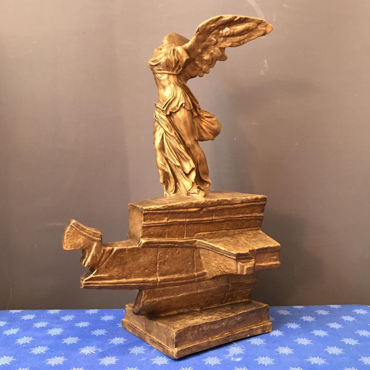 "Grèce , Grande Sculpture "" La Victoire De Samothrace "" Circa 1950"
