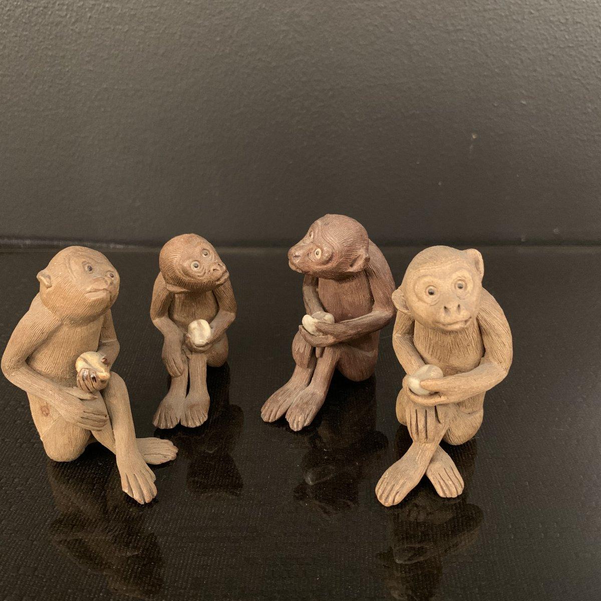 Groupe De 4 Sujets , Statuettes A Représentation De Singe En Terre Cuite , Japon Fin XIX Eme