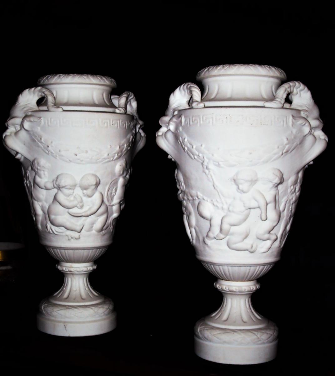 Vases Balustre En Biscuit De Porcelaine d' Après Clodion Fin XIX ème