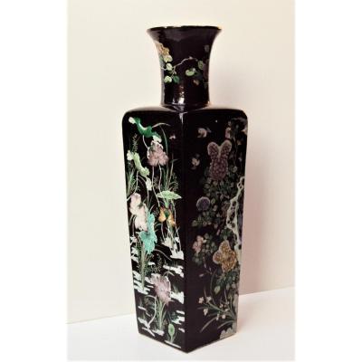 Chine/ Vase En Porcelaine Quadrangulaire Marque de Kangxi 6 Caractères 19 ème