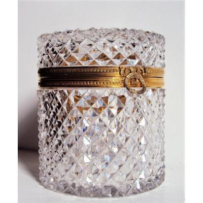 coffret en cristal taillé à pointes de diamant