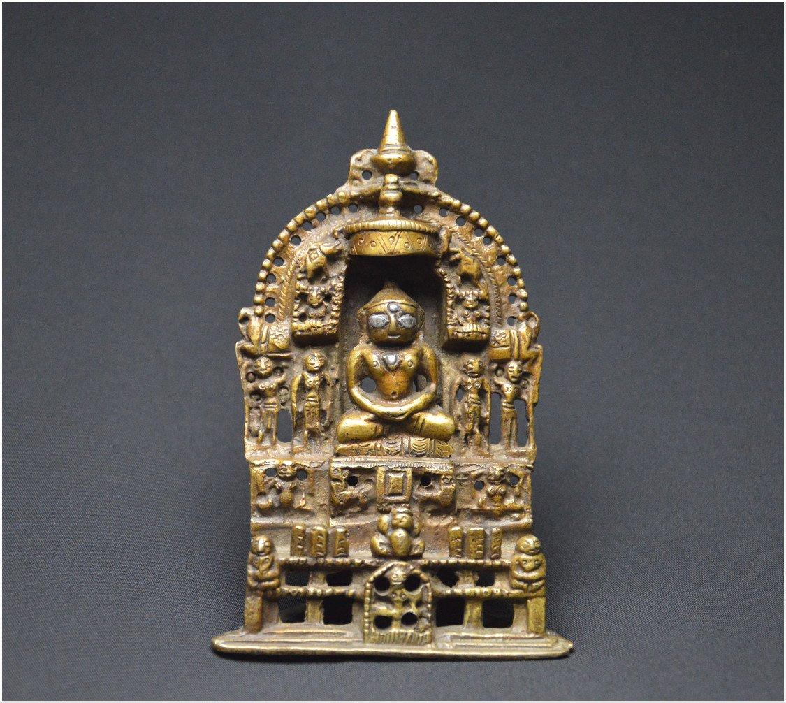 Inde, XIXème siècle, Petit autel en bronze et incrustations d'argent figurant un Tirthankara