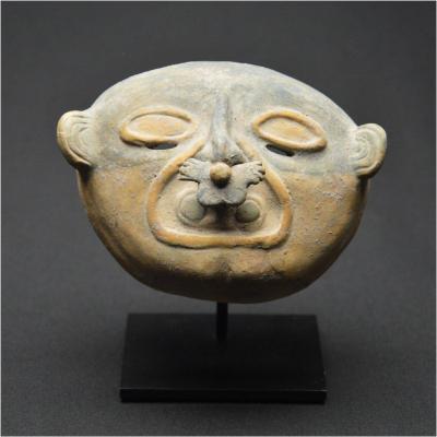 Équateur, 200 av - 500 ap JC, Culture Jama-Coaque, Rare masque funéraire  polychrome