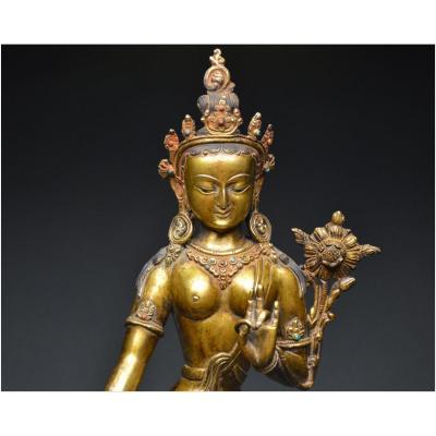 Népal, XIXème siècle, Importante représentation de Tara en bronze doré finement ciselé