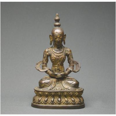 Tibet, Fin du XIXème siècle, Représentation en alliage cuivreux repoussé du Bouddha Amitâbha