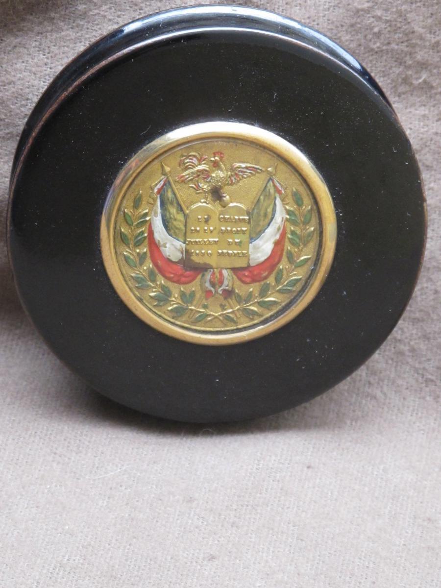 Boite ronde révolution Française de 1830  en carton bouilli