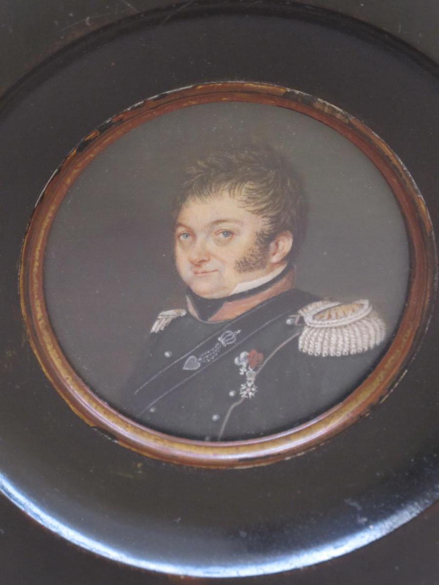 Miniature  Militaire Chasseur à Cheval Portant La Légion d'Honneur Et De La Fidélité