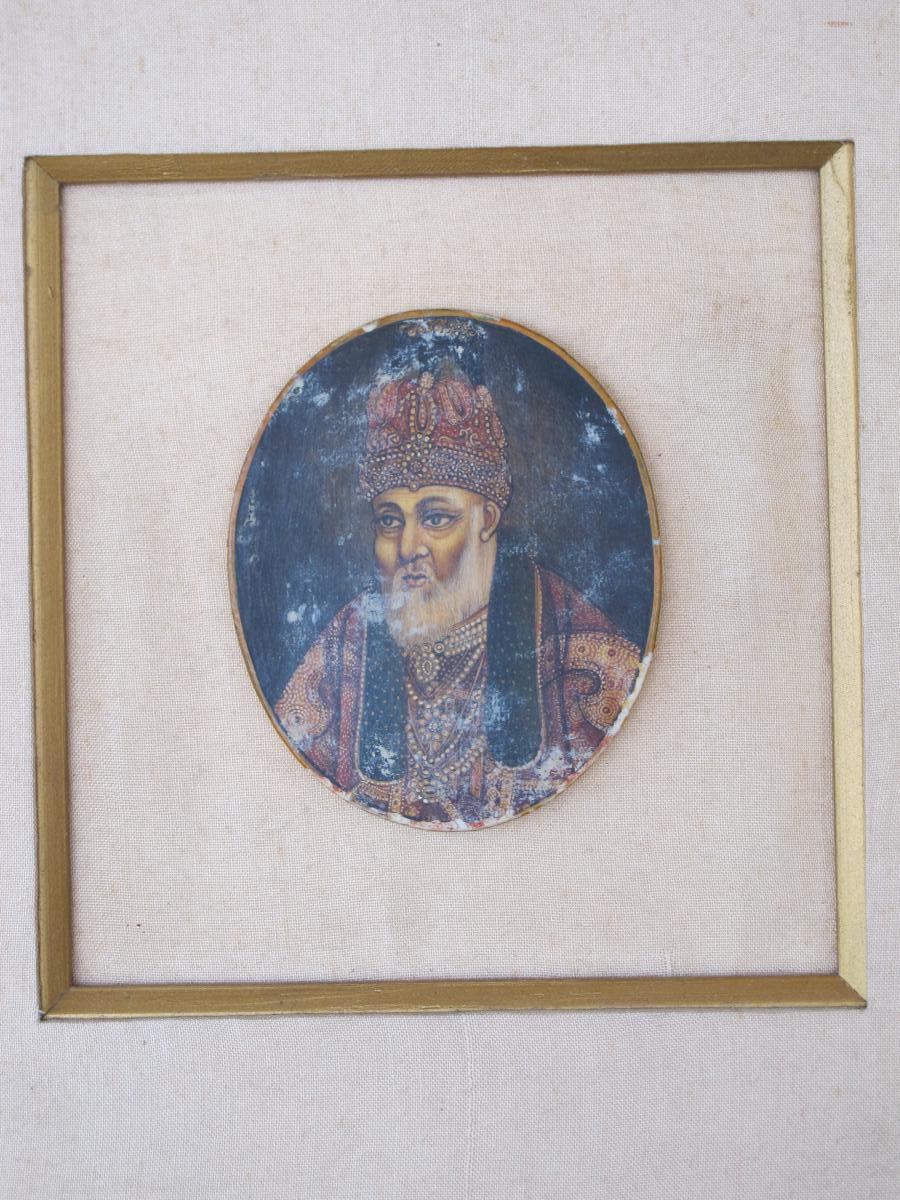 Miniature Empereur Maharadjah En Habits Brodé Collier  Inde école De Udaipur Indienne