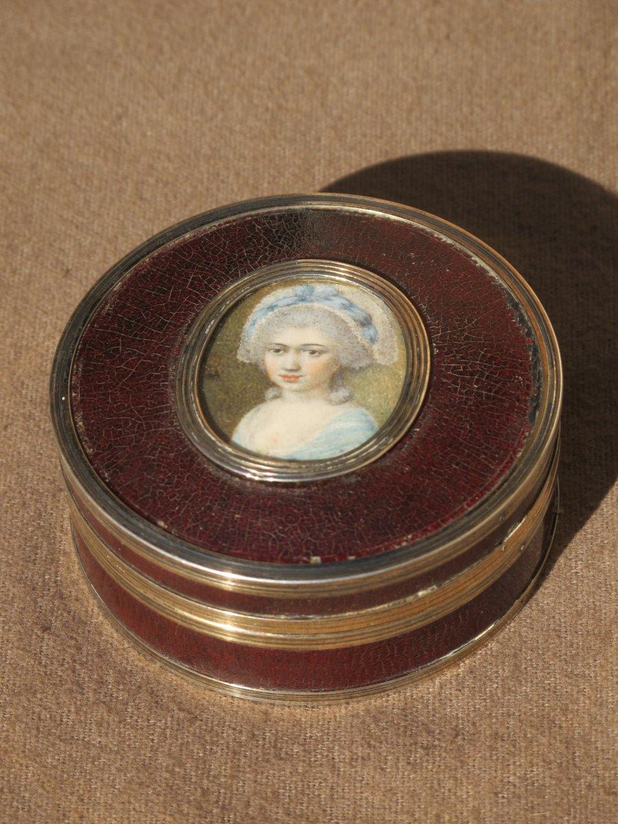 Boite Vernis Martin Et Miniature Femme Louis XVI  Cerclée Argent