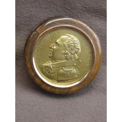 boite loupe Louis XVIII Roi de France laiton repoussé signée Desforges