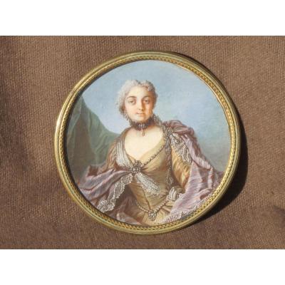 Superbe Miniature Femme à La Robe De Satin Collier De Perle époque XVIII ème Siècle