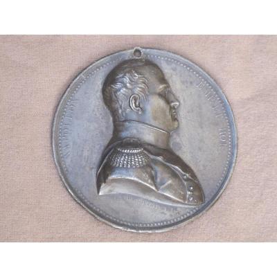 Médaillon En étain De Napoléon Premier Signé Maire 1814