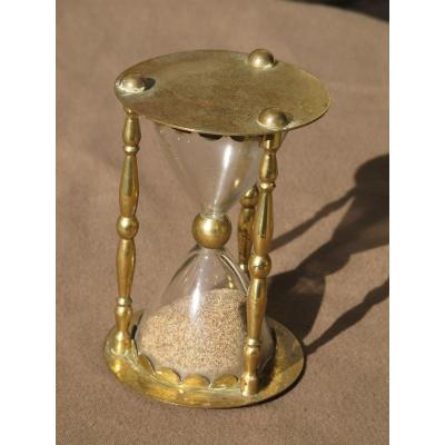 Hourglass Bulb Glass Bow And Columns Turned In Golden Brass