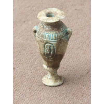 Très élégant Vase égyptien En Fritte émaillée  Idéogramme égyptien  Égyptomanie