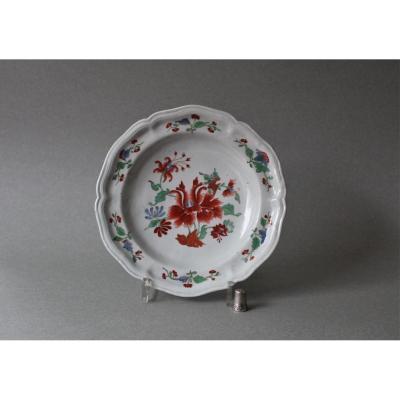 Doccia:  Assiette  en porcelaine à décor de fleurs 18ème Siècle