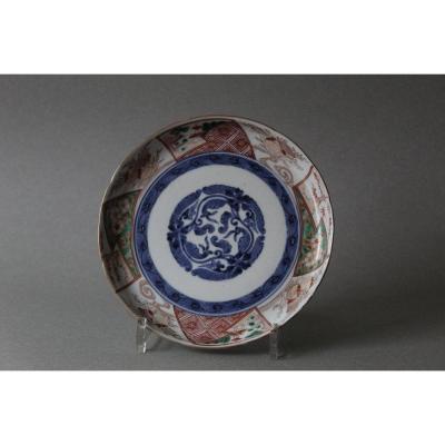 Japon: Assiette circulaire en porcelaine 18ème