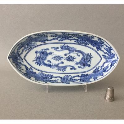 Japon: Petit plat navette Bleu/Blanc 1690 - 1740