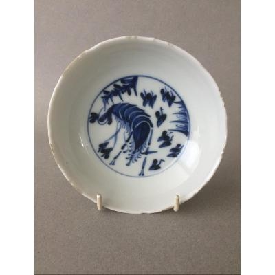 Chine: Coupelle en porcelaine à décor d'une crevette  17ème Siècle