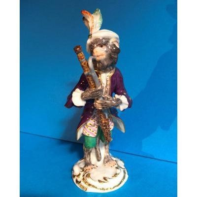 MEISSEN: Singe musicien en porcelaine, le basson,  XXème siècle