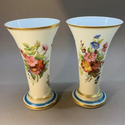 Baccarat: Beautiful Pair Of Opaline Vases With Floral Decoration, By Jean-françois Robert