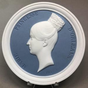 Biscuit de Sèvres  ''MARIE PRINCESSE D'ORLÉANS'', époque restauration