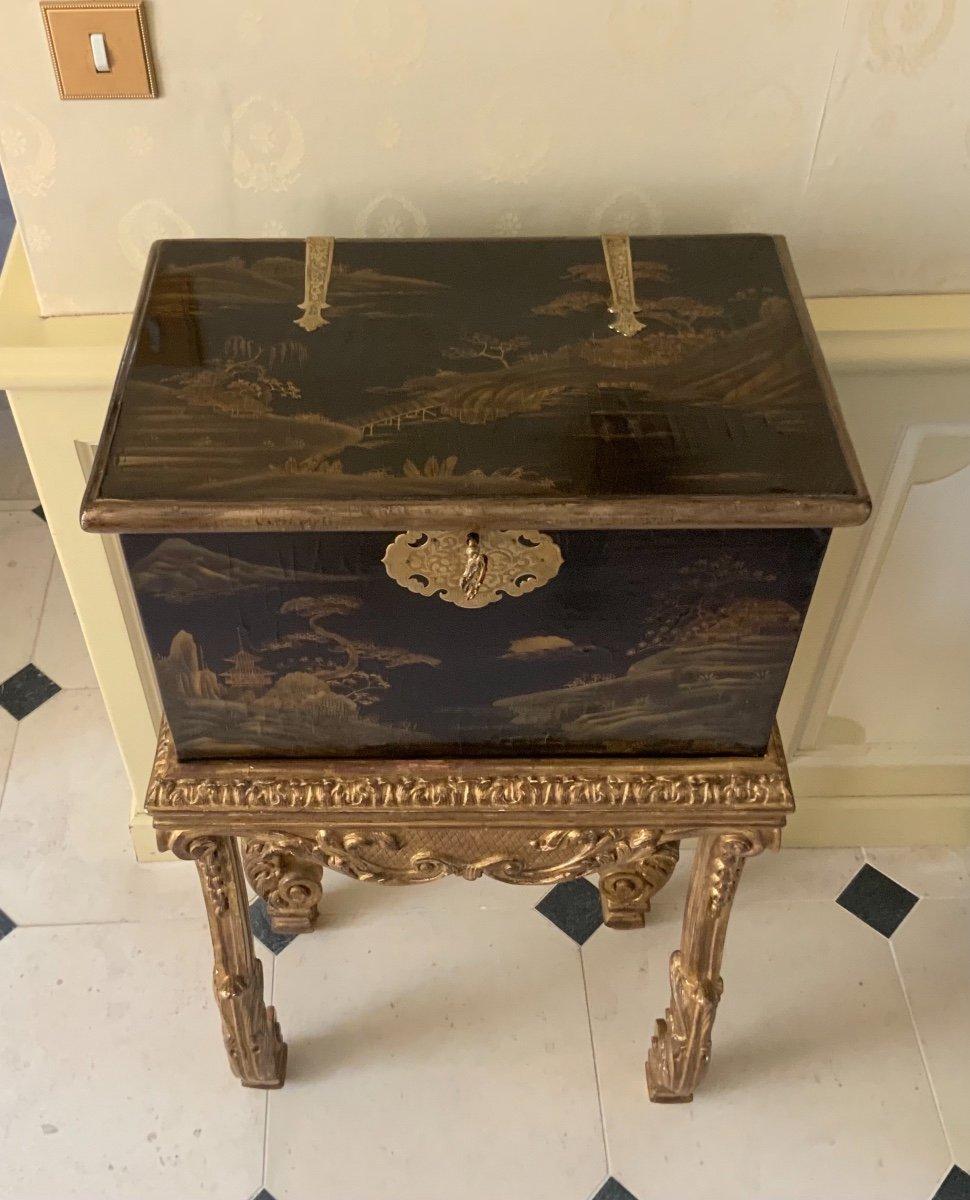 Coffre En Laque Du Japon (edo-1680 ) Sur Sa Console Fin XVIIe En Bois Doré -photo-2