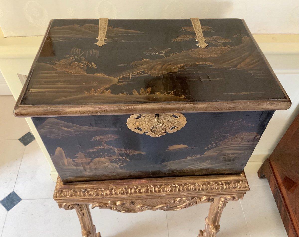 Coffre En Laque Du Japon (edo-1680 ) Sur Sa Console Fin XVIIe En Bois Doré -photo-3