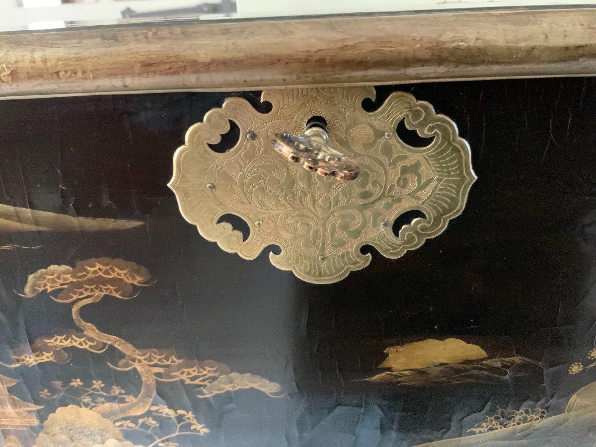 Coffre En Laque Du Japon (edo-1680 ) Sur Sa Console Fin XVIIe En Bois Doré -photo-1