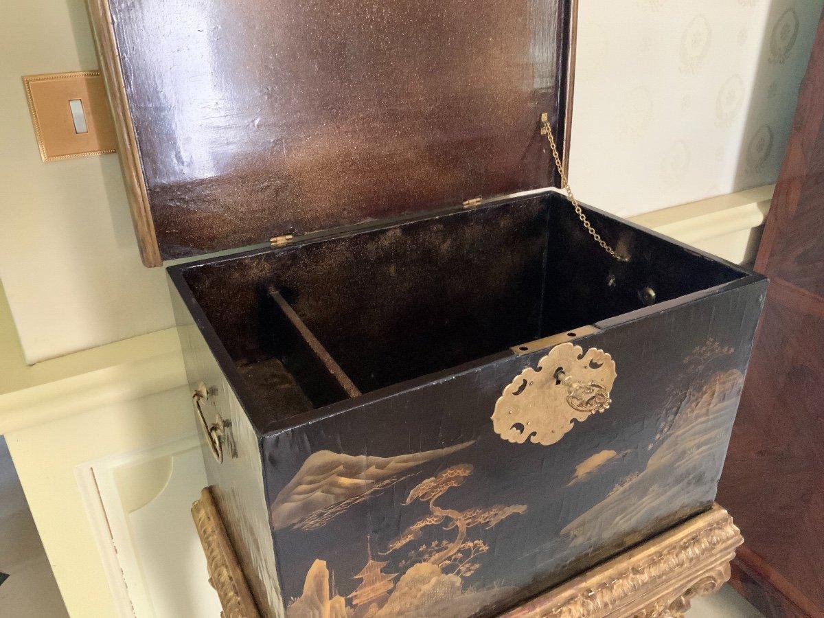 Coffre En Laque Du Japon (edo-1680 ) Sur Sa Console Fin XVIIe En Bois Doré -photo-4