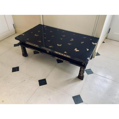 Table Basse En Laque Noire Et Or.  Époque Meiji (1868- 1912 )