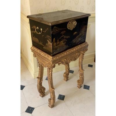 Japanese Lacquer Chest (edo-1680) On Its Console End Of The 17th Century In Golden Wood