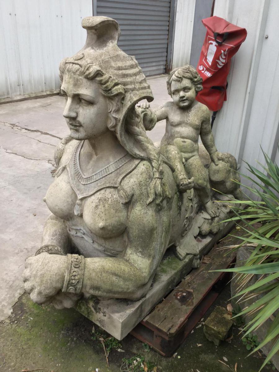 paire de sphinges aux puttis en pierre reconstitu e statue de jardin antiquit s du jardin. Black Bedroom Furniture Sets. Home Design Ideas