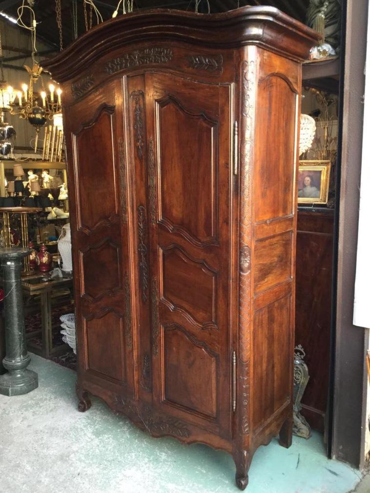 armoire proven ale xviii me en noyer armoires. Black Bedroom Furniture Sets. Home Design Ideas