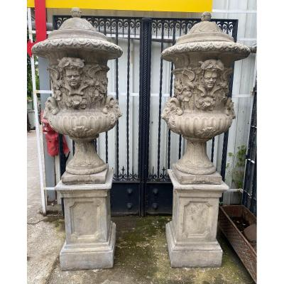 Important Pair Of Medici Vases On Plinths Decorated With Heads Of Rams, Fauna And Foliage
