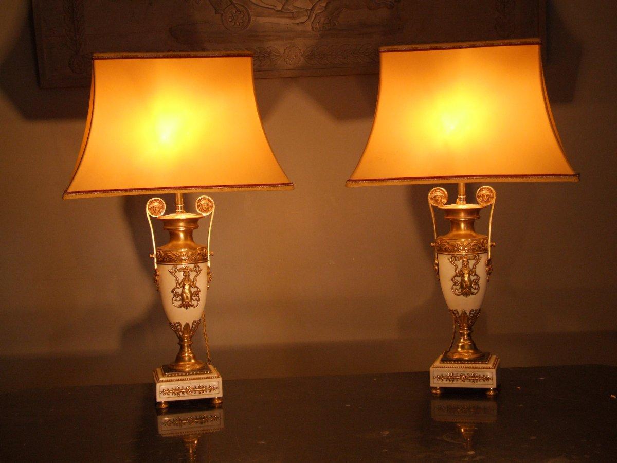 Paire De Lampes En Marbre Orné De Bronze