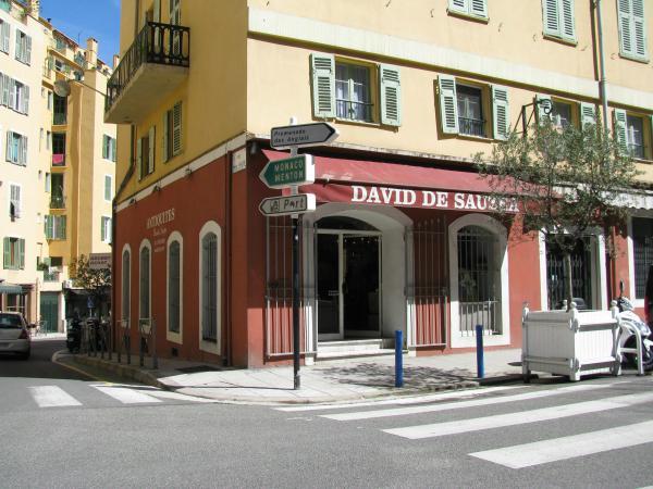 R. David de Sauzea