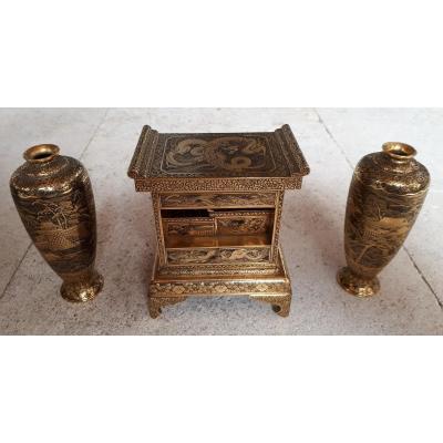 Cabinet Et Deux Vases japonais Dans Le Style De Komai, époque Meiji