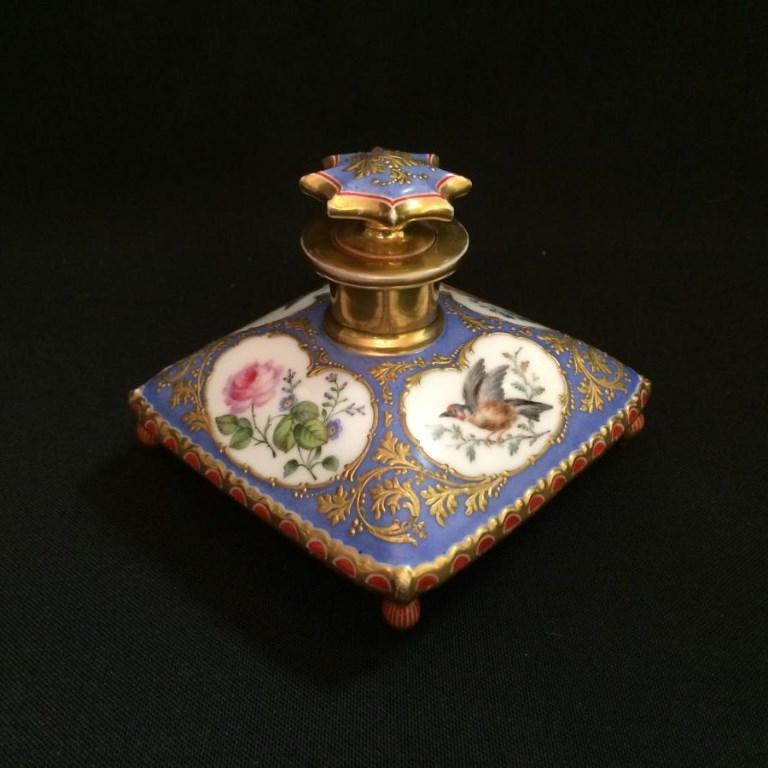 Flacon à parfum en porcelaine de Paris XIXème