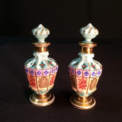 Paire de flacons miniature en Porcelaine de Paris