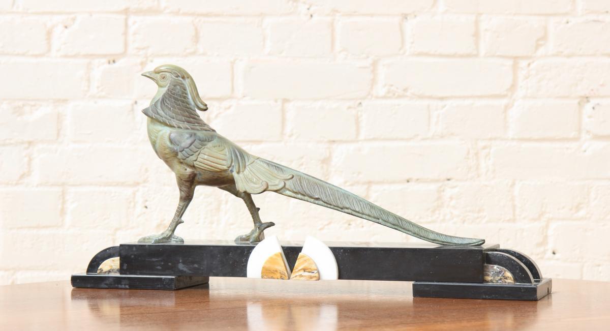 Sculpture Sujet à La Pie