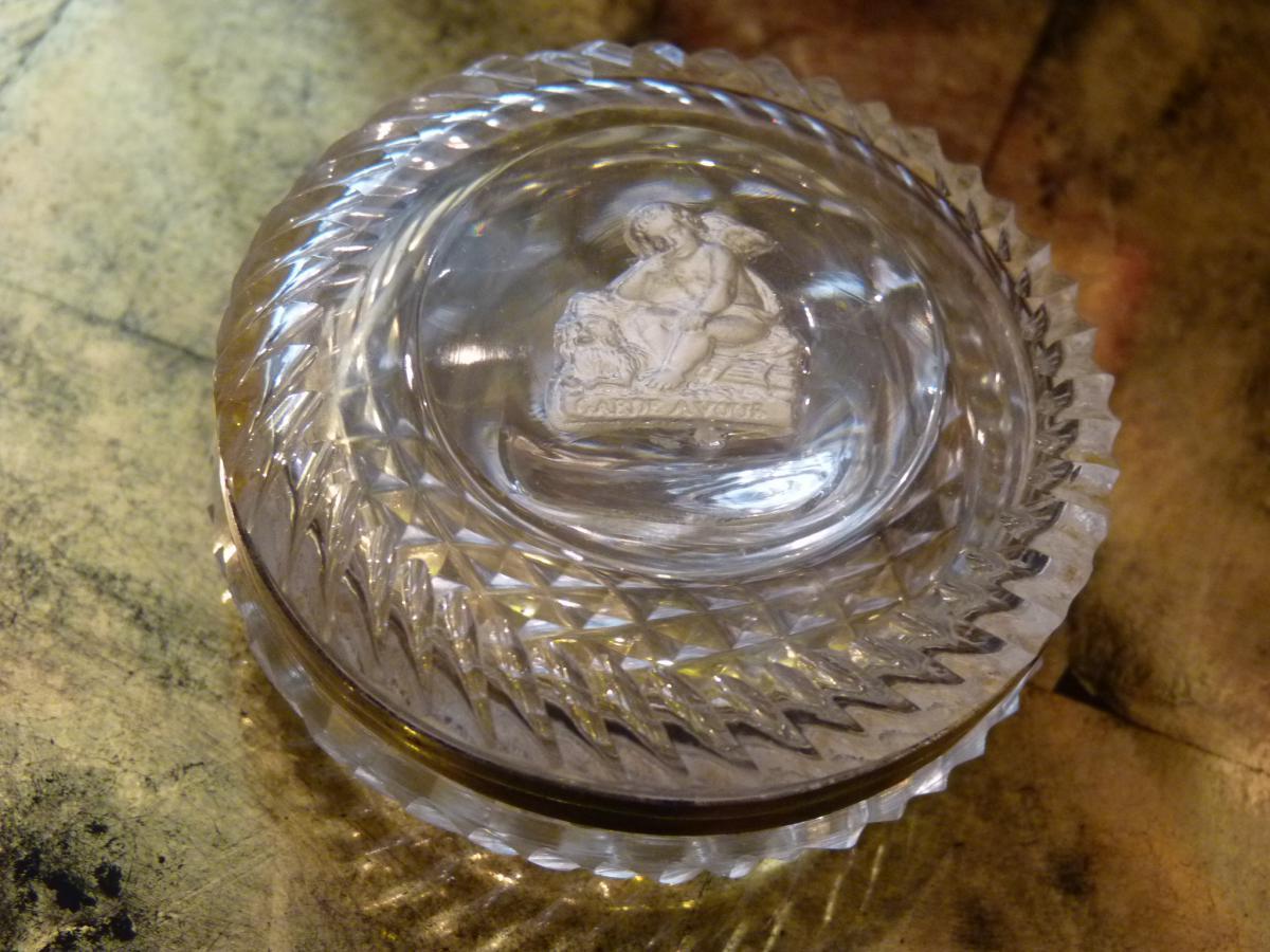 Boite à Pilules, Cristallo-cérame à l'Amour, Monture Argent, époque Empire