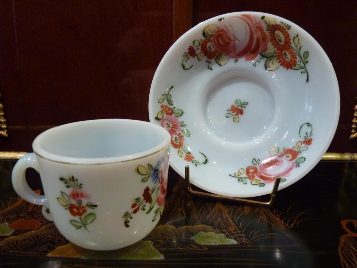 Tasse et soucoupe d cor de roses opaline fin 18 me for Decoration 18eme siecle