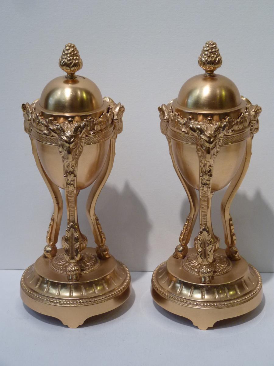 Paire de Cassolettes formant Bougeoirs, Style Louis XVI