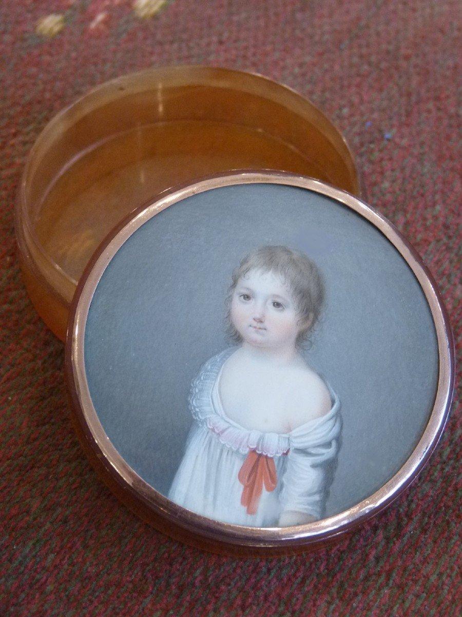 Boite écaille avec Miniature Petite Fille au Nœud Rouge, Fin 18e Siècle