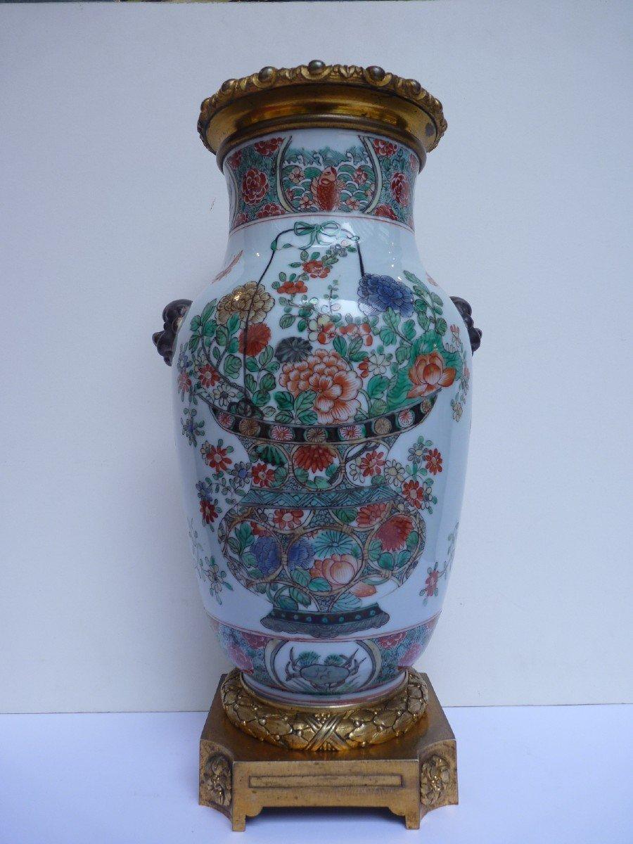 Vase Porcelaine Famille Verte d'époque Kangxi, Monture Bronze Doré, 18e Siècle -photo-2