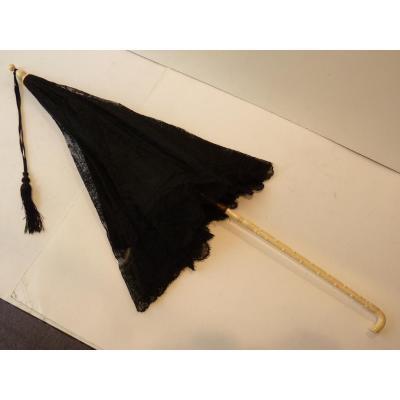 Ombrelle en Dentelle Noire, époque Napoléon III